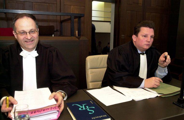 """""""Onweerstaanbare dwang."""" Oftewel artikel '71'. Decennialang kende het juridische begrip een sluimerend bestaan in de rechtszaal. Tot Jef Vermassen er in 1977 — eerder toevallig - zijn eerste vrijspraak mee behaalde en er nadien menige Vlaamse jury mee inpakte. Onze gerechtsverslaggever Erwin Verhoeven blikt terug op de meest opvallende artikel 71-processen. Vandaag: de drie op een rij van Johan Platteau."""