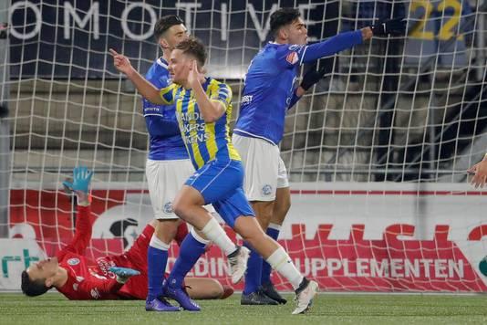 Dylan Seys viert zijn treffer tegen FC Den Bosch.