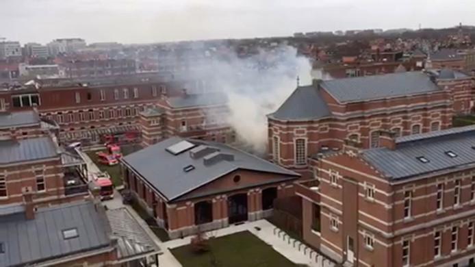 De rookpluim die door de brand veroorzaakt werd, was van ver te zien.