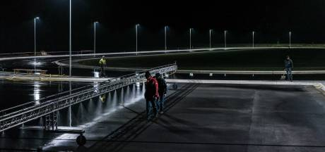 Met een halve graad vorst nu al 2 millimeter ijs op Winterswijkse baan: schaatsers staan te popelen