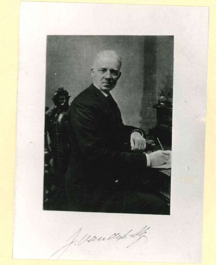 Dominee Jan van Dijk.