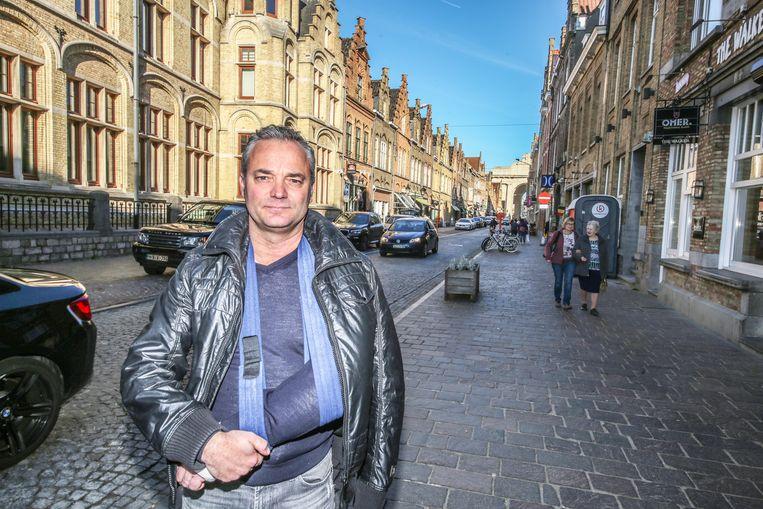 Peter De Groote (CD&V) vindt dat de Menenstraat beter geen winkelwandelstraat wordt. Hij viel van een muurtje en brak zijn pols en elleboog, maar trok dezelfde dag toch naar de gemeenteraad om zijn bezorgdheid te uiten.