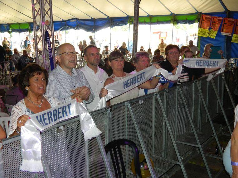 Gisterenmiddag had zanger Herbert Verhaeghe zijn fans meegebracht.