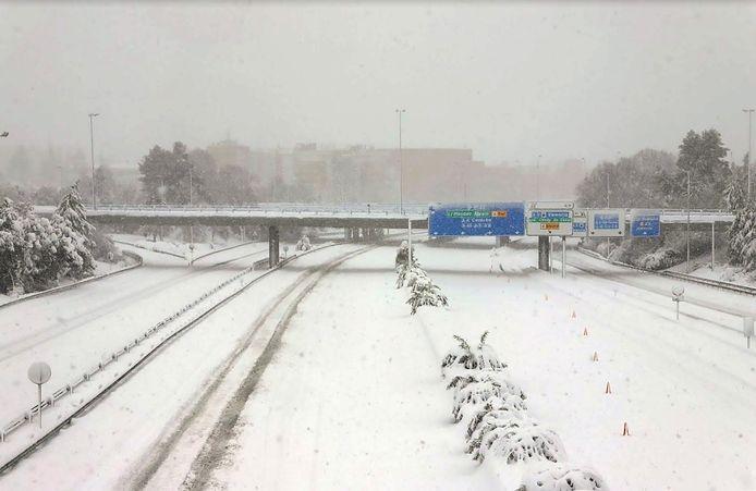 LeM30 ring de Madrid, couvert de neige et impraticable