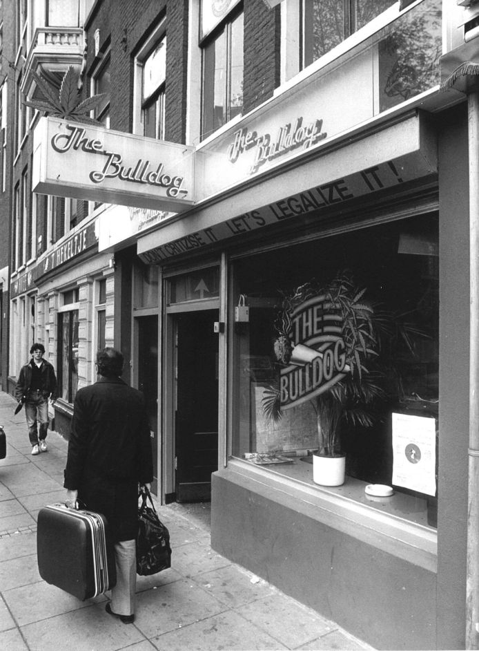 1984 - The Bulldog in Amsterdam was een van de eerste coffeeshops.