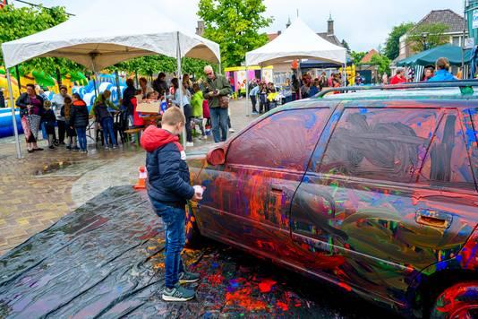 Autokliederen was een populair tijdverdrijf tijdens de Buitenspeeldag in Oud Gastel.