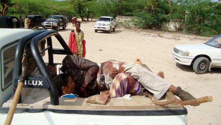 Het lichaam van Abdullah Mohammed wordt op een pick up vervoerd. Beeld afp