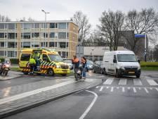 Postbezorger en scooterrijder in botsing