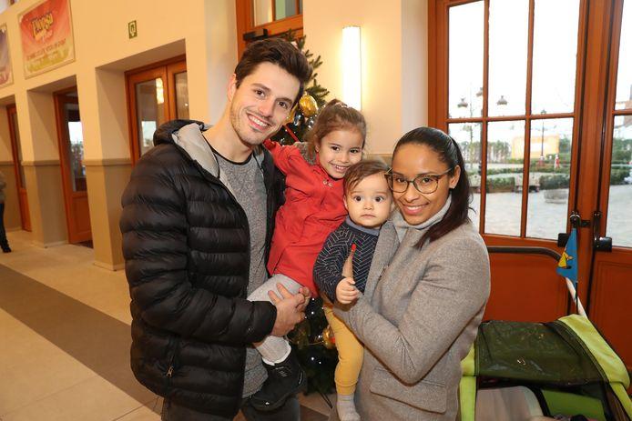 Aagje Vanwallegem, partner Denis en kinderen Noa en Nael