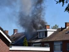 Gewonde bij uitslaande brand in woning Sint-Maartensdijk