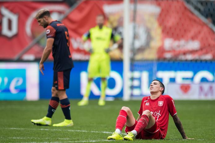 FC Twente-aanvaller Aitor baalt als een stekker na afloop van het duel tegen RKC.