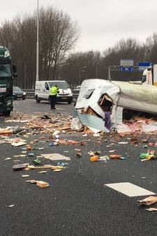 Ravage op A16 na botsing tussen vrachtwagen en caravan
