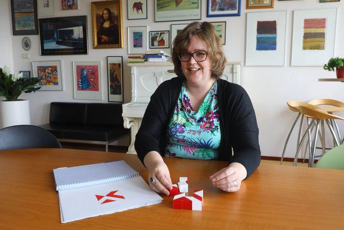 Onderzoekster Loes van Aken doet onderzoek naar iqtests Spinoza RUN. Nijmegen, 24-4-2017 .