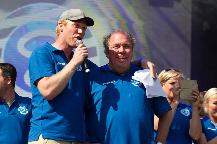 Sjoerd Weikamp met Graafschap-directeur Hans Martijn Ostendorp tijdens de huldiging na de promotie afgelopen zomer.