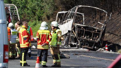 Achttien dodelijke slachtoffers geborgen na zwaar busongeval in Beieren