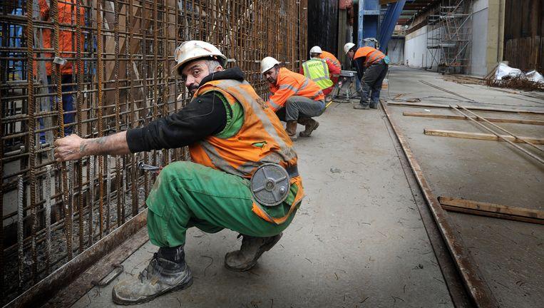 Maastricht, 2013: buitenlandse bouwvakkers werken aan de ondertunneling van de A2 bij Maastricht. Beeld null