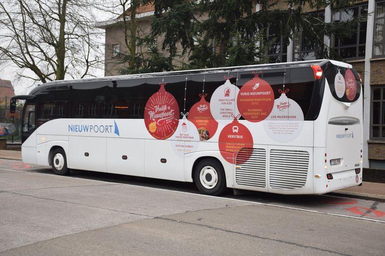 Tussen Nieuwpoort-Bad en -Stad reed een kerstbus