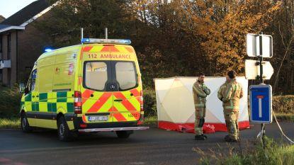 Fietser (57) overleden bij vreemd dodehoekongeval: man wijkt uit voor vrachtwagen en valt op hoofd