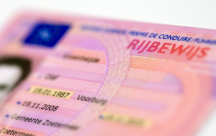 2008-12-24 14:31:25 RIJSWIJK - Een rijbewijs. Vanaf 1 oktober 2006 ontvangen geslaagden het rijbewijs op creditcardformaat. ANP PHOTO XTRA LEX VAN LIESHOUT