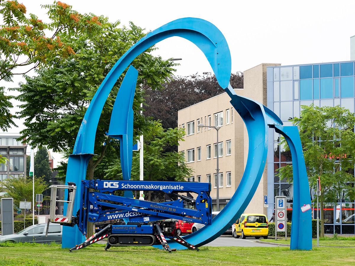 Het kunstwerk A Dark Limousine Exit op het Raoul Wallenbergplein.