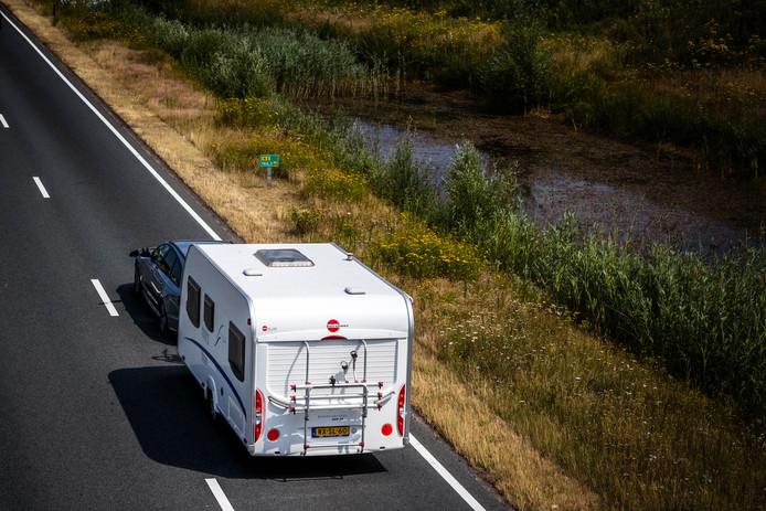 Na de vakantie kan de caravan weer worden uitgeruimd. De gemeente Berkelland waarschuwt dat mensen hun mobiele verblijf slechts een paar dagen aan de weg mogen parkeren.