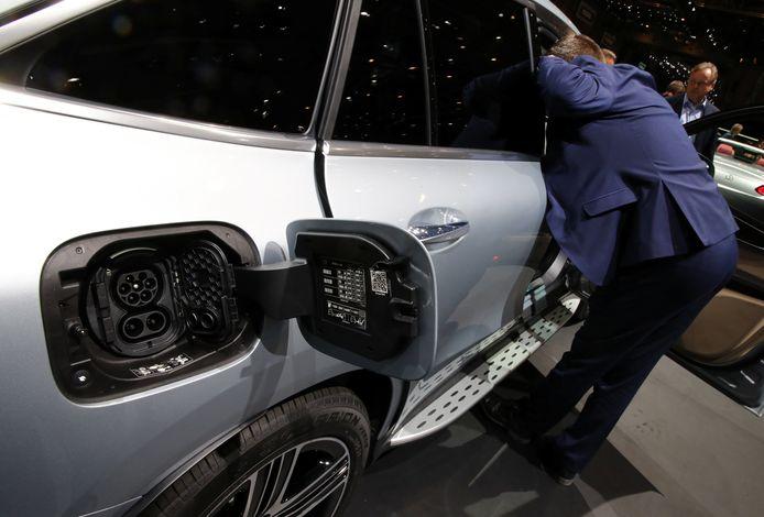 Een elektrisch aangedreven Mercedes op het autosalon van Genève.
