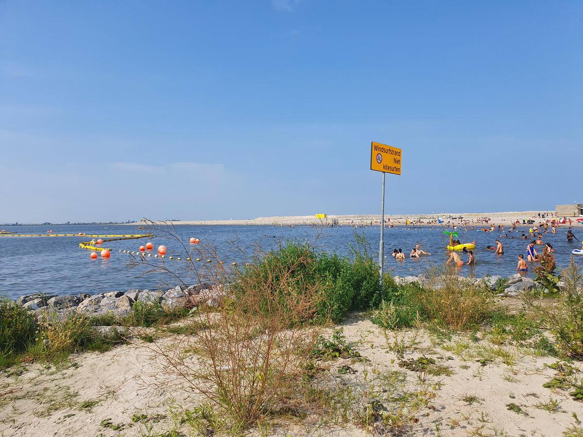 Het strand van IJburg.