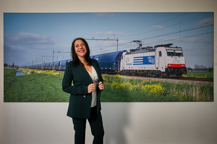 Jolanda Plomp, de eerste vrouwelijke directeur in het railvervoer.