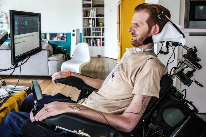 Garmt van Soest schreef een boek over hoe ALS zijn lichaam kapot maakte. Met zijn ogen, want schrijven en praten lukte niet meer.