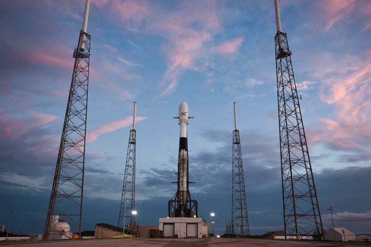 Normaal zou de lancering op 15 mei hebben plaatsgevonden, maar ook die werd uitgesteld, te wijten aan hevige wind.