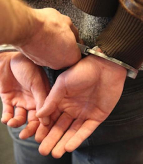 Verwarde man bedreigt wandelaars met mes in Tilburg en wordt met hulp van burgers aangehouden
