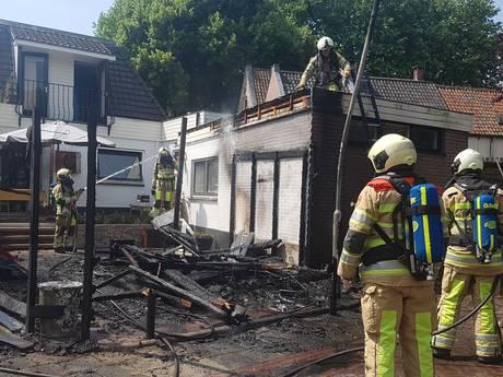 'Gemeente schroeit onkruid, schuur brandt af'