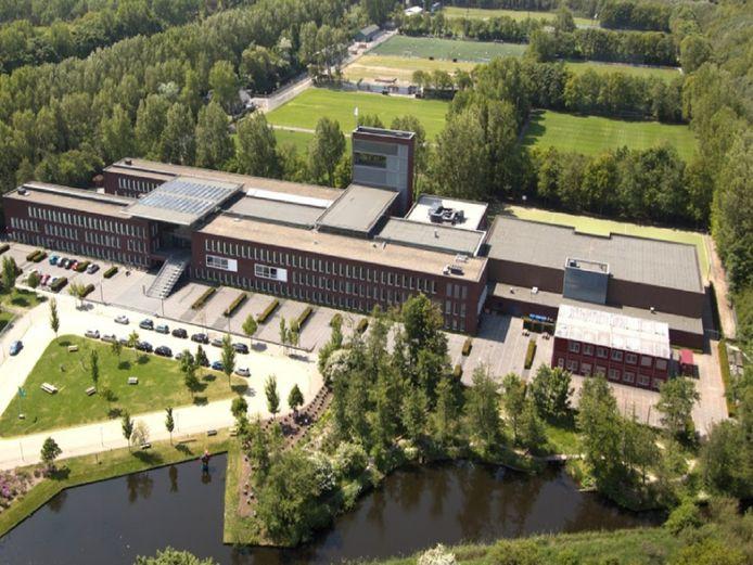 Meerdere internationale scholen in Nederland werden vanmiddag ontruimd in verband met bommeldingen.