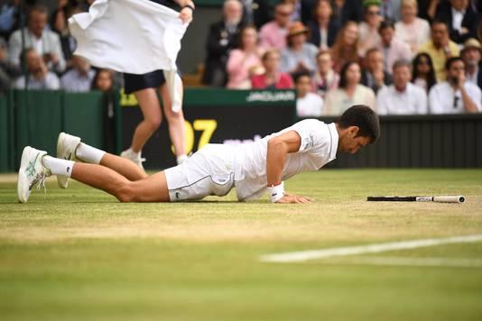 De glijpartij van Djokovic in de vijfde set.