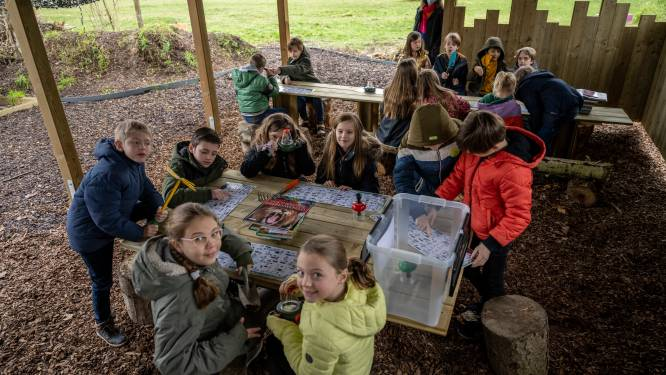 """School opent eerste buitenklas voor leerlingen: """"Nog meer genieten van groene omgeving"""""""