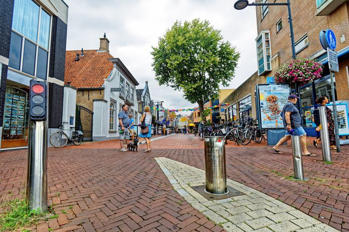 De paaltjes op de hoek Keiweg-Mathildastraat.