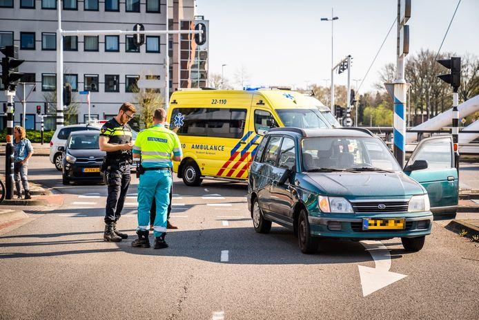 Een fietser en auto kwamen op de kruising in Eindhoven met elkaar in botsing.