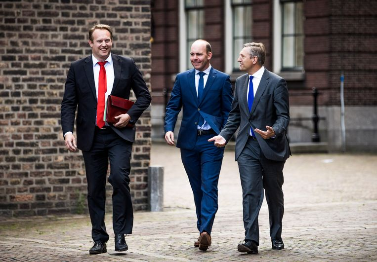 Sybrand Buma (rechts) en Pieter Heerma (links) van het CDA op weg naar de formatieonderhandelingen in 2017. Beeld null