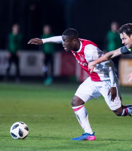 Ajax verlengt met drie 19-jarige talenten