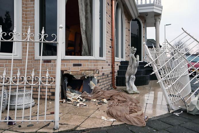 Aanhouding Klaas Otto in zijn woning in Bergen op Zoom Foto Chris van Klinken / Pix4Profs