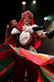 Hindoestanen vieren zondag een van hun belangrijkste feesten, in Rotterdam gingen ze dit weekeinde al los