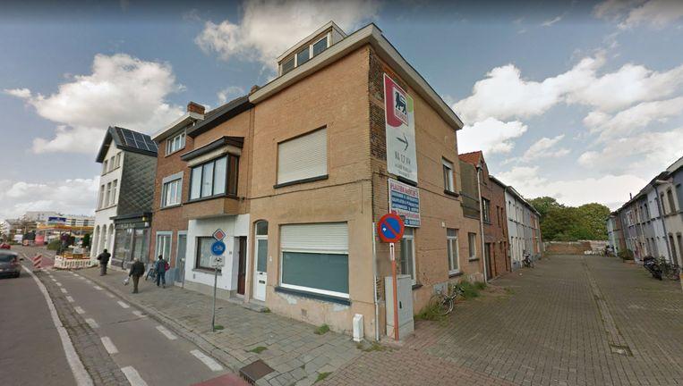 Het gaat om een woning die al enkele maanden te koop staat in Palinghuizen.