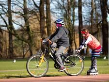 De fiets is jarig en blaast 200 kaarsjes uit