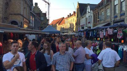 Zaterdag zuiderse avondmarkt in centrum van Veurne
