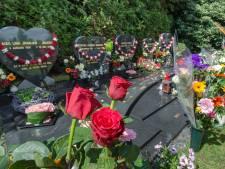 Gestolen grafversiering van Enschedese begraafplaats is terug, maar het leed blijft