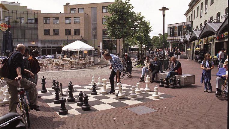De meeste mensen kennen het Max Euweplein van het fikse schaakspel dat er opgeslagen ligt. Beeld anp