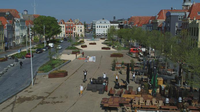 De Vlissingse horeca-ondernemer Frans Meijer legde op het  een oranje hart van dekzeil boven het spandoek 'Vlissingen' ('hadden we nog van de Giro in 2010)'. Zie ook onder.