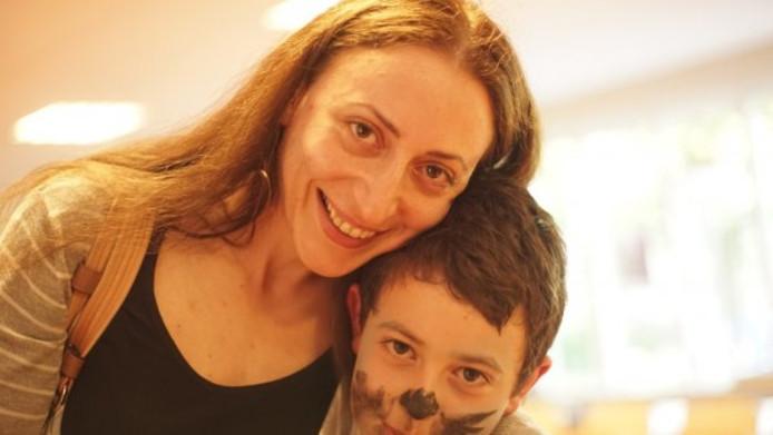 Armina Hambartsjumian en zoontje Howick.