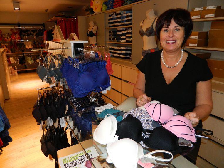 Katia Thomaes in haar winkel.