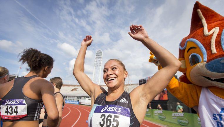 Naomi Sedney reageert na het winnen van de 100 meter finale op het NK Atletiek in Olympisch Stadion Beeld anp